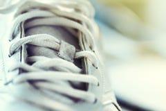 Plan rapproché de chaussure de sport, horizontal avec l'espace de copie Folâtrez ou guérissez Image libre de droits