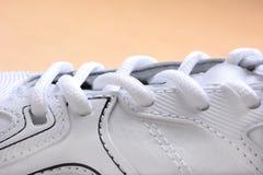 Plan rapproché de chaussure de tennis Photographie stock libre de droits