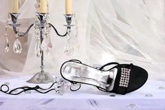 Plan rapproché de chaussure et de chandelier femelles Photo stock