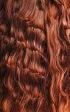 Plan rapproché de cheveu bouclé rouge image stock