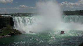 Plan rapproché de chutes du Niagara dans 4K banque de vidéos
