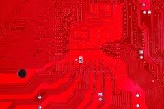 Plan rapproché de circuit électronique rouge de carte mère avec le processeur Photographie stock