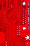 Plan rapproché de circuit électronique rouge de carte mère avec le processeur Photographie stock libre de droits