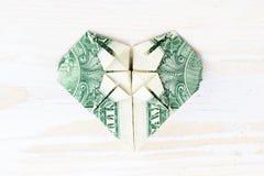 Plan rapproché de coeur d'origami de billet de banque Origami fait d'un dollar Image libre de droits
