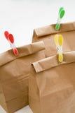Plan rapproché de composition en sacs en papier photos stock