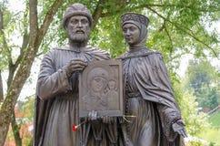 Plan rapproché de composition sculpturale individuelle du prince saint Petr et de princesse Fevronia Murom Image stock