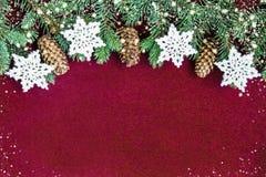 Plan rapproché de concept de carte de Noël avec des décorations d'arbre photo stock