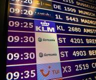 Plan rapproché de conseil de l'information d'aéroport dans l'Espagnol moderne l'Europe Airp Images stock
