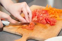Plan rapproché de couper les tomates fraîches image stock