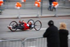 Plan rapproché de coureur de fauteuil roulant de marathon de 2014 NYC Images libres de droits