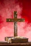 Plan rapproché de croix chrétienne en bois Photographie stock