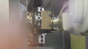 Plan rapproché de détail de mètre de transferts de bras de machine de robot banque de vidéos