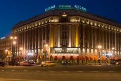 Plan rapproché de ` d'Astoria de ` d'hôtel à la nuit de mai St Petersburg Photographie stock libre de droits