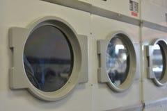 Dessiccateur de vêtements de jour de lessive photographie stock libre de droits