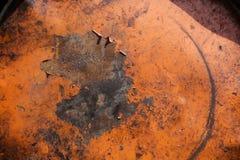 Plan rapproché de dessus rouillé de tambour métallique Photos libres de droits