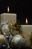 Plan rapproché de deux bougies blanches. Photographie stock libre de droits