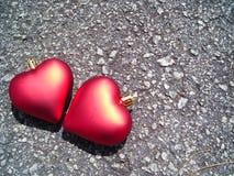 Plan rapproché de deux coeurs affectueux Photos libres de droits