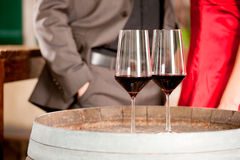 Plan rapproché de deux glaces de vin Photos stock