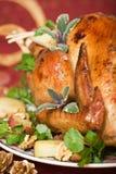 Plan rapproché de dinde de Noël sur la table de dîner Images stock