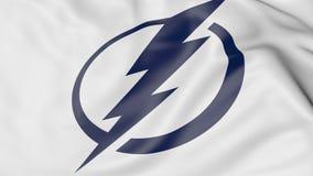 Plan rapproché de drapeau de ondulation avec le logo d'équipe de hockey de NHL de Tampa Bay Lightning, rendu 3D Photo stock