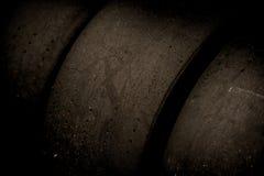 Plan rapproché de emballage noir de rangée de pneus Image libre de droits