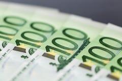 Plan rapproché de 100 euro billets de banque Photo stock