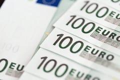 Plan rapproché de 100 euro billets de banque Images stock