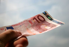 Plan rapproché de facture de 10 euro images stock
