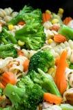 Plan rapproché de faire cuire des légumes photographie stock