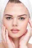 Plan rapproché de femme avec la peau parfaite de santé image stock
