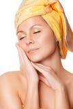 Plan rapproché de femme avec la peau parfaite de santé images stock