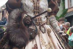 Plan rapproché de femme Costumed au défilé vénitien dans Riquewihr en Alsace Photos stock