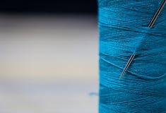 Plan rapproché de fils de couture Photos stock