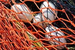 Plan rapproché de fond de filet de pêche et de flotteurs. Photographie stock libre de droits