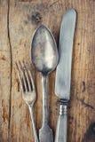 Plan rapproché de fourchette, de cuillère et de couteau image libre de droits