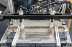 Plan rapproché de fraisage industriel de machine de gravure photos stock