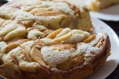 Plan rapproché de gâteau d'Apple Charlotte Photos stock