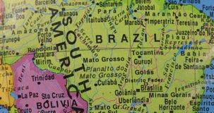Plan rapproché de globe avec le pays du Brésil clips vidéos