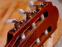 Plan rapproché de guitare dans la lumière très bonne photographie stock libre de droits