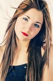Plan rapproché de jeunes femmes aux cheveux longs image libre de droits