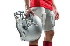 Plan rapproché de joueur de football américain dans le débardeur rouge tenant le casque images stock