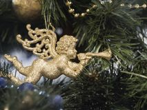 Plan rapproché de l'arbre de Noël avec des décorations de vacances images libres de droits