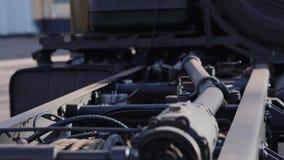 Plan rapproché de l'arrière du tracteur militaire Équipement militaire banque de vidéos