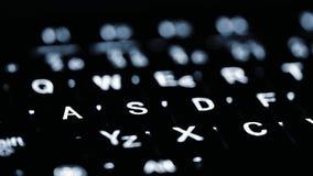 Plan rapproché de l'illumination de clavier d'ordinateur portable Concept pour la technologie calculante et moderne Ordinateur, r images stock