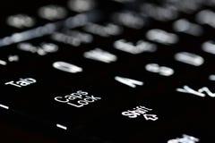 Plan rapproché de l'illumination de clavier d'ordinateur portable Concept pour la technologie calculante et moderne Ordinateur, r photographie stock libre de droits