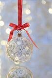 Plan rapproché de la bille en verre de Noël Photo libre de droits