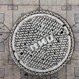 Plan rapproché de la couverture de trou d'homme en métal Photo libre de droits