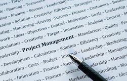 Plan rapproché de la gestion des projets de Word avec des mots relatifs Image stock