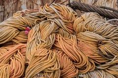 Plan rapproché de la grande pile des cordes Photos stock