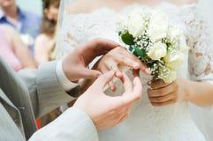 Plan rapproché de la mise neuf-mariée sur les boucles Images stock